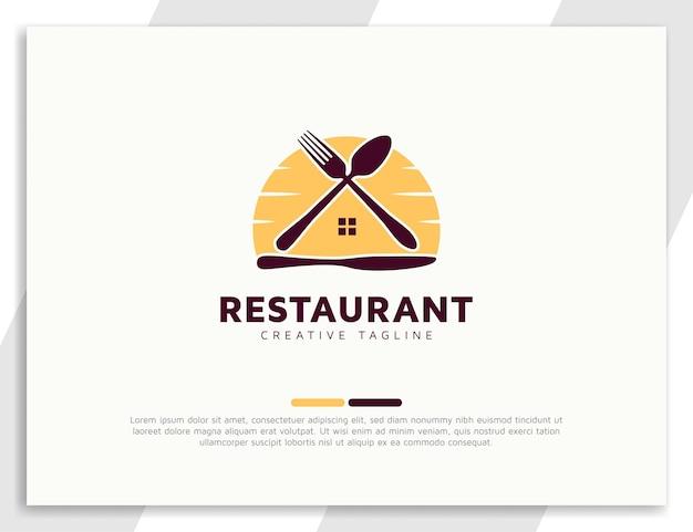 숟가락, 포크, 부엌칼이 있는 홈 푸드 로고 디자인