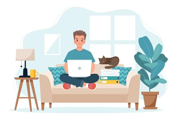 홈 오피스 개념, 소파에 앉아 집에서 일하는 사람, 원격 작업 개념
