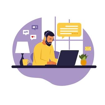 ホームオフィスのコンセプト、在宅勤務の男性。学生またはフリーランサー。