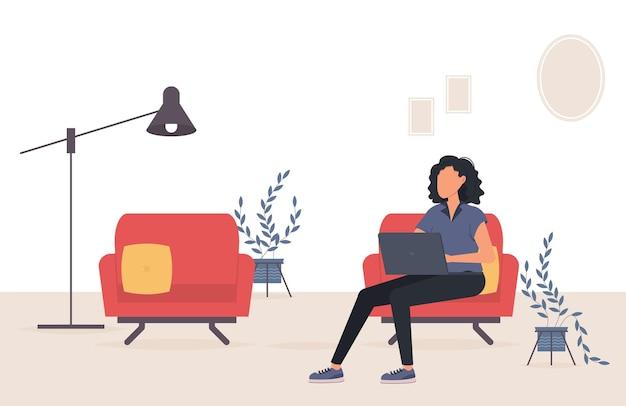 Работа на дому. женщина, работающая на ноутбуке в домашнем офисе.