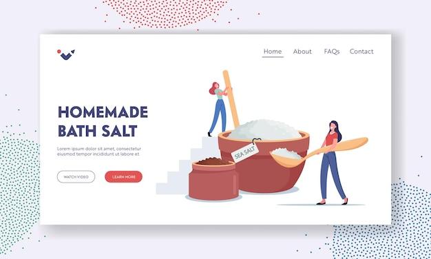 Самодельный шаблон целевой страницы с солью для ванн. крошечные женские персонажи, создающие натуральный косметический продукт из морской соли для применения пилинг-массажа или процедуры солевого скраба. мультфильм люди векторные иллюстрации