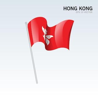 グレーに分離された香港の旗を振っています。