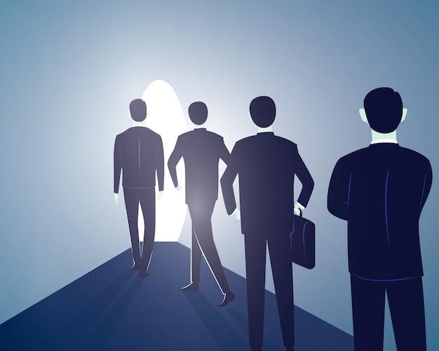希望の概念。ビジネスの人々は明るい光に進む