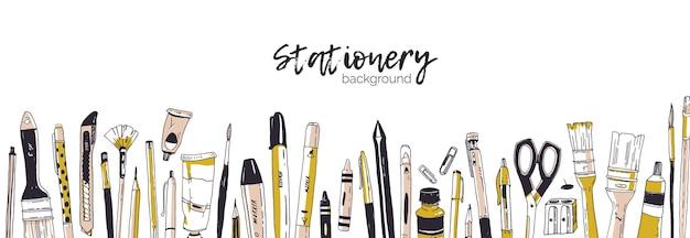 手描きの文房具や筆記用具で飾られた水平バナー