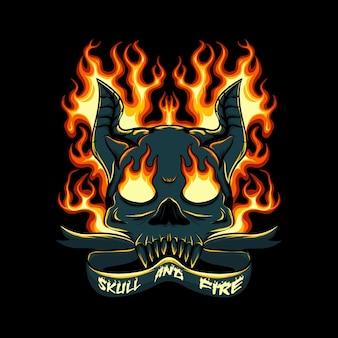 黒の背景にくすぶっている火と角のある頭蓋骨の頭