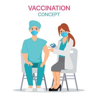 병원에서 covid-19 백신을 접종받는 병원 직원.