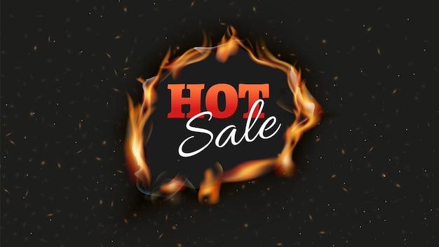 ホットセールバナー。割引広告を黒の背景に焼きます。炎と火花のポスターデザインテンプレートの舌で火の穴。リアルな炎のベクトル図です。広告の割引とオファー