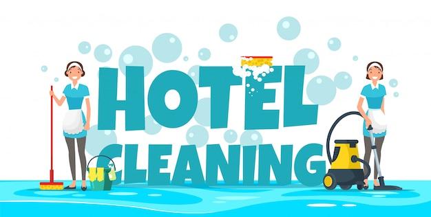 Уборка отеля, горничные в униформе с оборудованием.