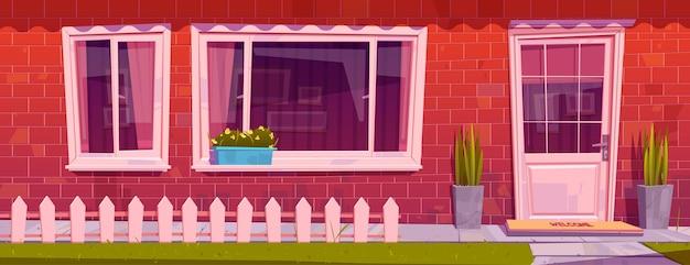 Фасад дома с красной кирпичной стеной, оконной дверью