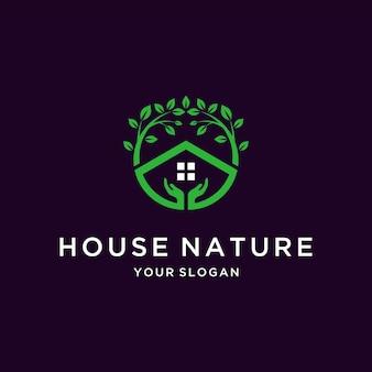 Дом природа логотип с ручным дизайном