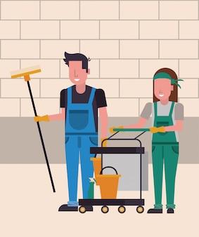 Домработница пара с экипировкой персонажей