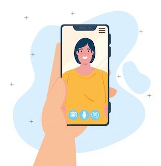 若い女性が、ソーシャルメディアの概念と画面にスマートフォンのビデオ通話を持っている人間の手