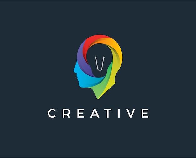 Идея логотипа лампы лампы головы человека умное перекрытие