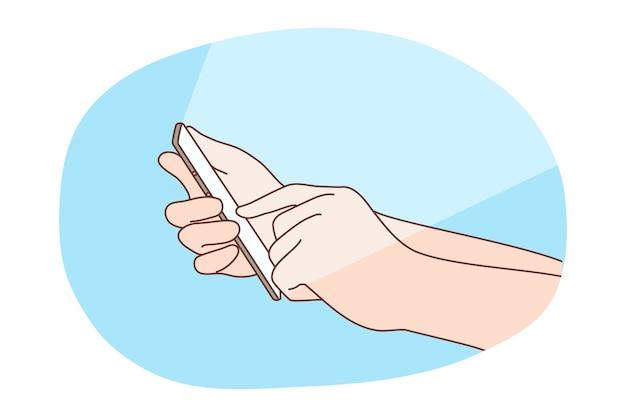 携帯電話のイラストに触れる人間のユーザーの手。