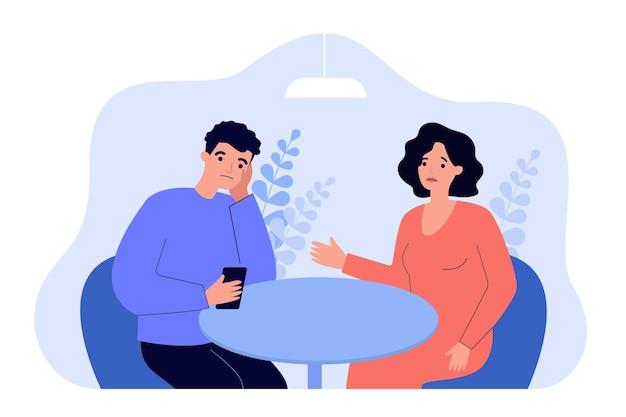 スマートフォンを持っていて、妻を無視している夫。電話を見ている彼女のよそよそしいパートナーと話している動揺した女性