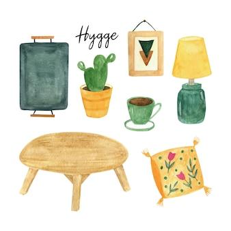 ヒュッゲの家の装飾と居心地の良いインテリア。かわいい観葉植物、テーブルランプ、コーヒー、枕、肘掛け椅子の猫