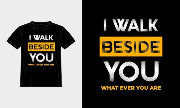 私はあなたのそばを歩くタイポグラフィtシャツのデザイン Premiumベクター