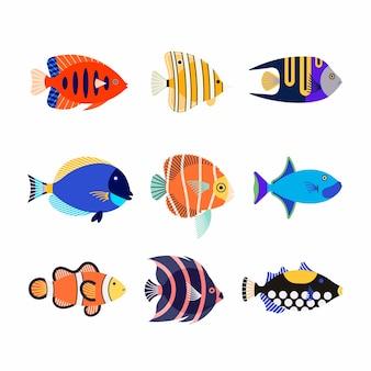 かわいい漫画のカラフルな異なる水族館の魚のアイコンセット。水中生物。シーワールド。フラットアイコン。