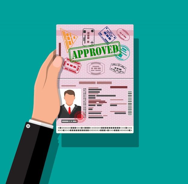 Удостоверение личности в руке. удостоверение личности, национальное удостоверение личности
