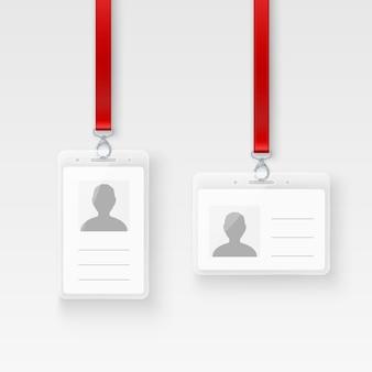 신분증 개인 플라스틱 id 카드. 걸쇠와 끈이있는 빈 id 배지. 투명 배경에 그림