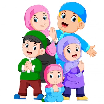 イスラム教徒の家族のグループが一緒にiedムバラクを祝っています