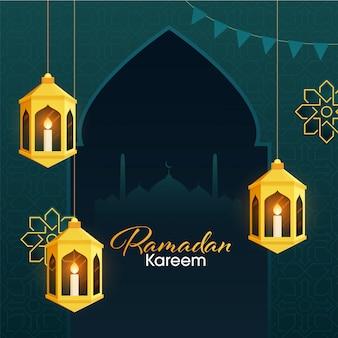 ラマダンカリームのイスラムの聖なる月のアラビア語の黄金のランタンの中にiitキャンドルとティールグリーン色の花柄の背景のモスクシルエット。