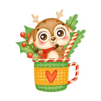 ティーマグカップにクリスマスツリーのおもちゃを保持しているかわいい漫画のクリスマス鹿のイラスト