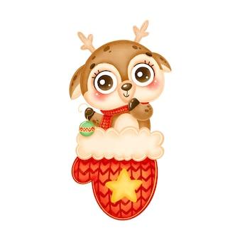 赤いクリスマスミトンでクリスマスツリーのおもちゃを保持しているかわいい漫画のクリスマス鹿のイラスト