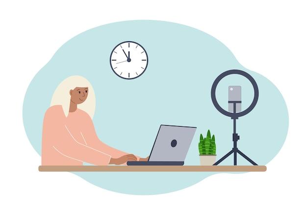 ノートパソコンを持ってテーブルにいる女性ブロガーのイラスト。トレーニングコースまたはブログのオンライン撮影