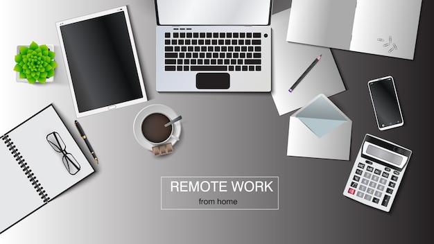 在宅勤務の職場のイラスト。ノートパソコン、タブレット、封筒、ノート、メモ帳、ペン、鉛筆、一杯のコーヒー、鍋に花、電卓、スマートフォン。