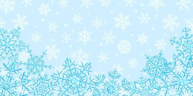 雪が降る背景に、水色の大きな複雑な半透明のクリスマスの雪片のイラスト。ベクトル形式のみの透明度
