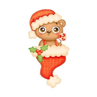 Иллюстрация милого мультяшного рождественского медведя в красной шляпе с леденцом в красной шляпе санта-клауса