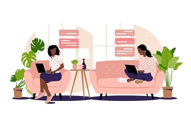 フリーランス作品のイラスト。アフリカの女の子はソファの上の自宅のコンピューターで働いています