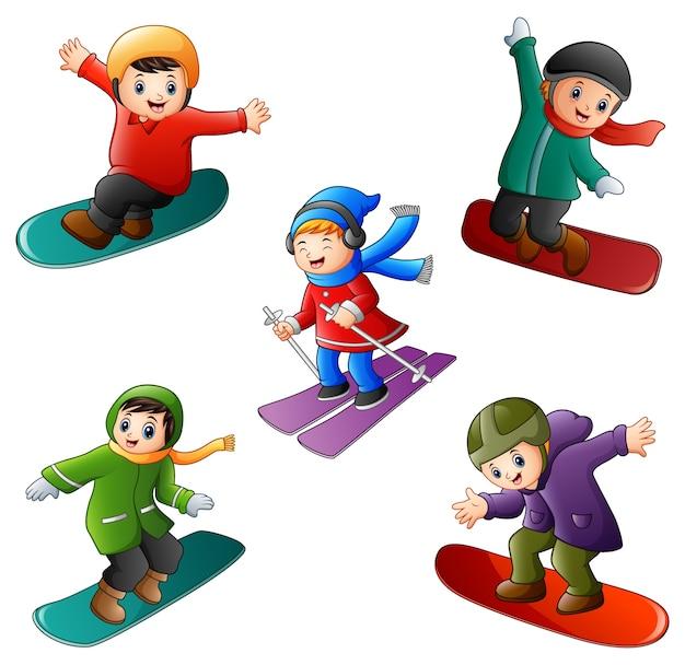 Иллюстрация смешные дети играют в зимние виды спорта