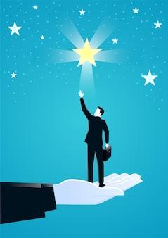 사업가가 별을 위해 손을 뻗는 것을 돕는 거대한 손의 그림