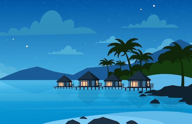 Иллюстрация отеля на тропическом пляже в ночное время. вилла на красивом морском берегу. концепция отдыха в плоском стиле.