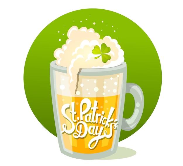 Иллюстрация приветствия дня святого патрика с большой кружкой желтого пива в круге на зеленом фоне. искусство
