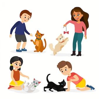 어린이와 고양이의 그림을 설정합니다. 재생, 사랑과 새끼 고양이, 플랫 만화 스타일의 애완 동물을 돌보는 행복하고 재미있는 아이들.