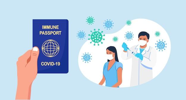 면역 진단서. 사람은 covid-19에 대한 예방 접종의 건강 여권을 가지고 있습니다. 전염병의 안전한 여행. 의사는 코로나바이러스, 독감, 기타 바이러스, 감염, 질병에 대한 예방 접종을 환자에게