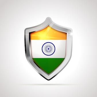 光沢のある盾として投影されたインドの旗