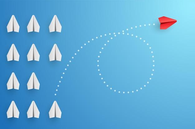 Концепция индивидуальности индивидуальный и уникальный лидер красный бумажный самолетик летит в сторону векторная иллюстрация