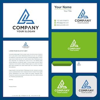 Буквица cs в сочетании с треугольником на визитной карточке с логотипом премиум векторы
