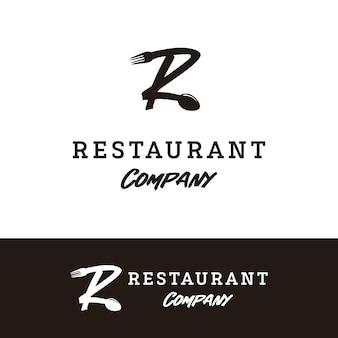 레스토랑 로고 디자인을 위한 숟가락 포크가 있는 초기 문자 r
