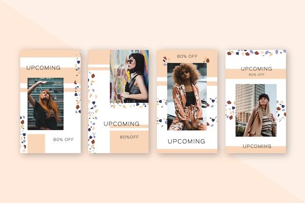 Женщины позируют для специальных предложений продажи на instagram