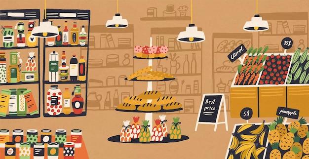 製品が棚と値札に置かれている現代の食料品店のインテリア。スーパーマーケットの食品の品揃え