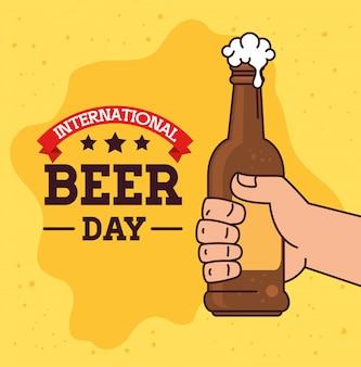 Международный день пива, август, рука с бутылкой пива