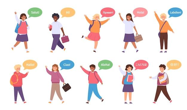 국제 아이들이 인사합니다. 영어, 스페인어, 중국어, 프랑스어로 말풍선이 있는 다양한 학교 아이들. 다문화 벡터 집합입니다. 외국인 소녀와 소년들이 인사하고 손을 흔드는 것