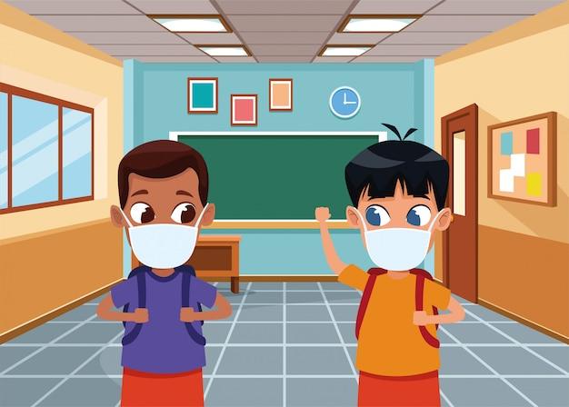 학교에서 covid19에 얼굴 마스크를 사용하는 인종 소년