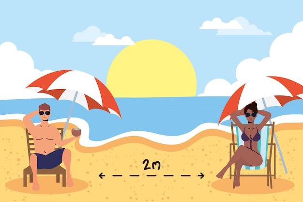 社会的な距離のシーン、夏の休暇を練習しているビーチの異人種間のカップル