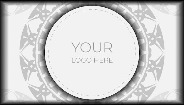 あなたのテキストとギリシャの装飾品のための場所を備えた招待状のテンプレート。印刷可能なポストカードデザイン黒の曼荼羅模様の白い色。